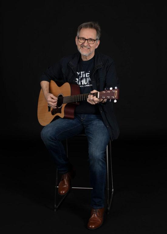 Portrett musiker Halvdan i studio på Åsen